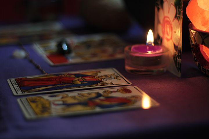 Pourquoi se faire tirer les cartes par une professionnelle ?